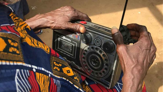 What is the Difference between FM and AM Radio